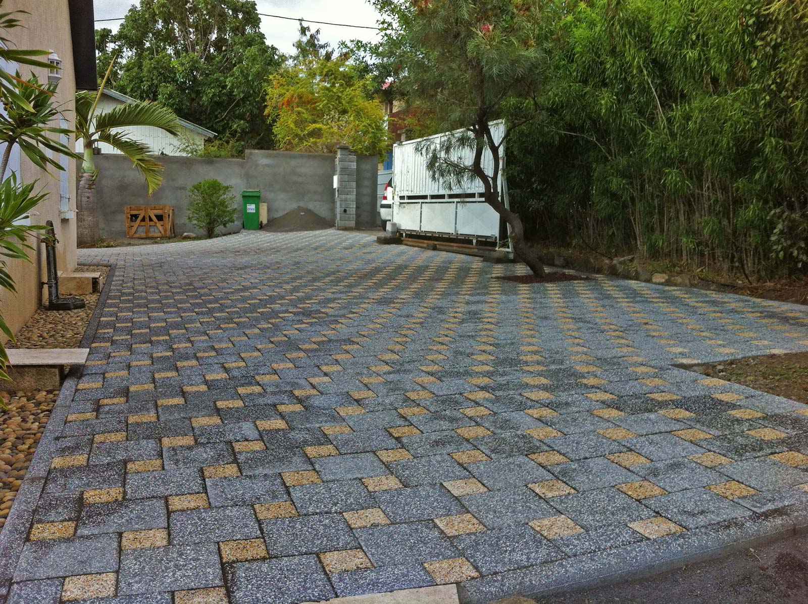 All e de jardin pavage dallage sur l 39 le de la r union - Pave pour allee garage ...